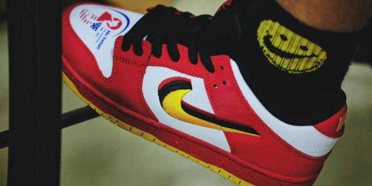309242-307 Nike SB Dunk Low Vietnam 25th Anniversary